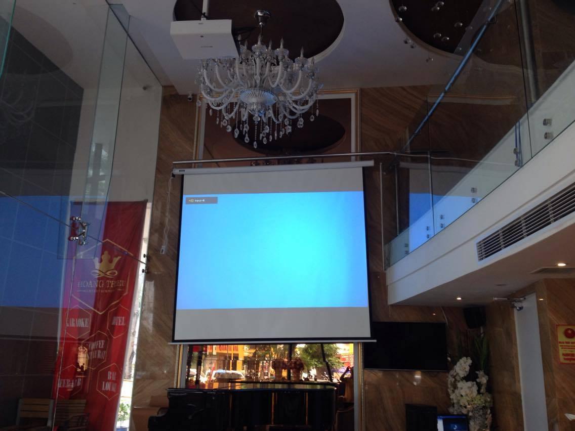 Lắp đặt thi công máy chiếu Panasonic tại nhà hàng Hoàng Triều Q7